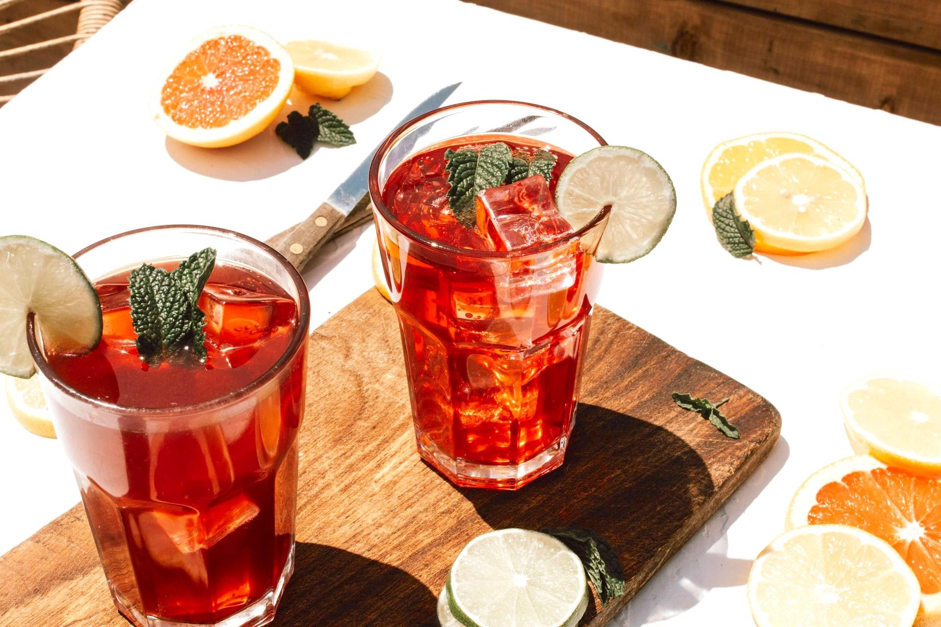 3 klassische Longdrinks für den Frühling zum Selbermachen für zu Hause